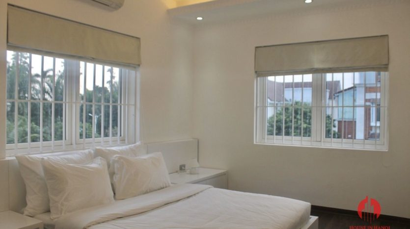 Vinhomes Riverside Villa for rent in Bang Lang with harmonious design 6