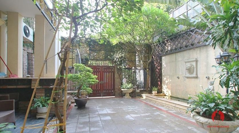 castle like villa for rent in tay ho 39