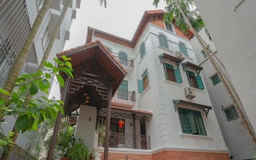 huge old style villa for rent on to ngoc van 1