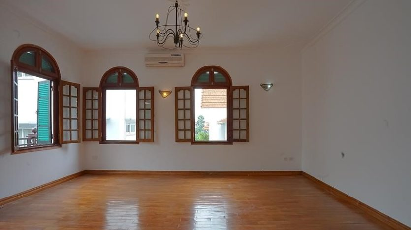 huge old style villa for rent on to ngoc van 16