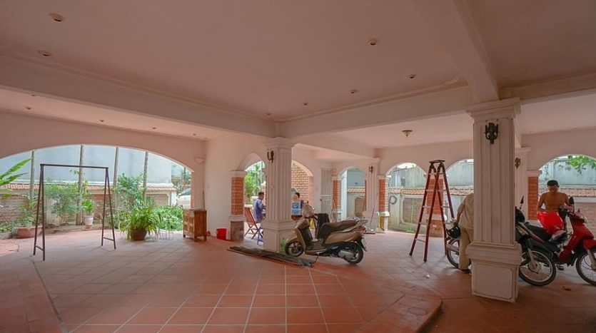 huge old style villa for rent on to ngoc van 19