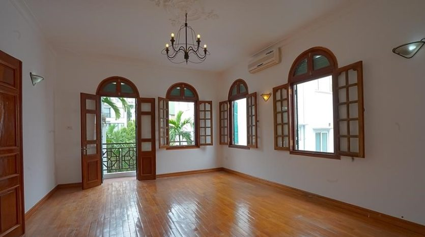 huge old style villa for rent on to ngoc van 2