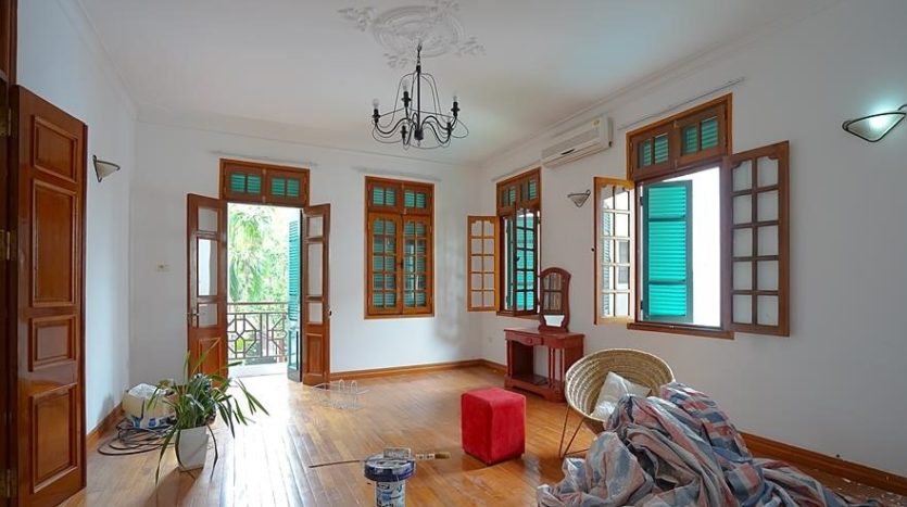 huge old style villa for rent on to ngoc van 21
