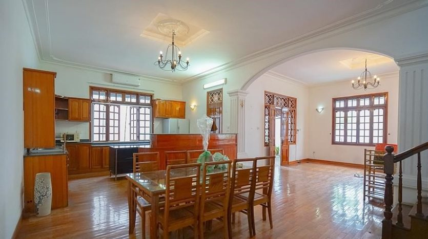 huge old style villa for rent on to ngoc van 22