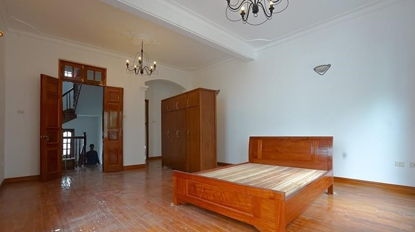 huge old style villa for rent on to ngoc van 23