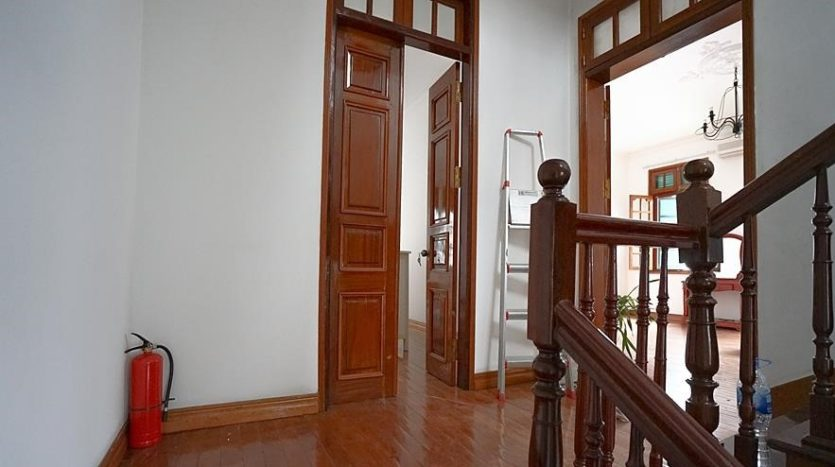 huge old style villa for rent on to ngoc van 26