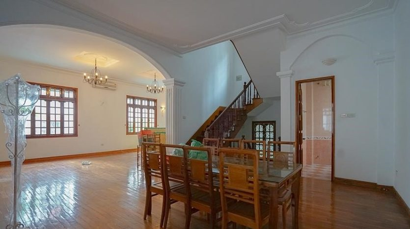 huge old style villa for rent on to ngoc van 32