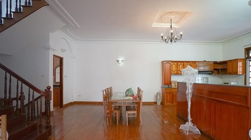 huge old style villa for rent on to ngoc van 36