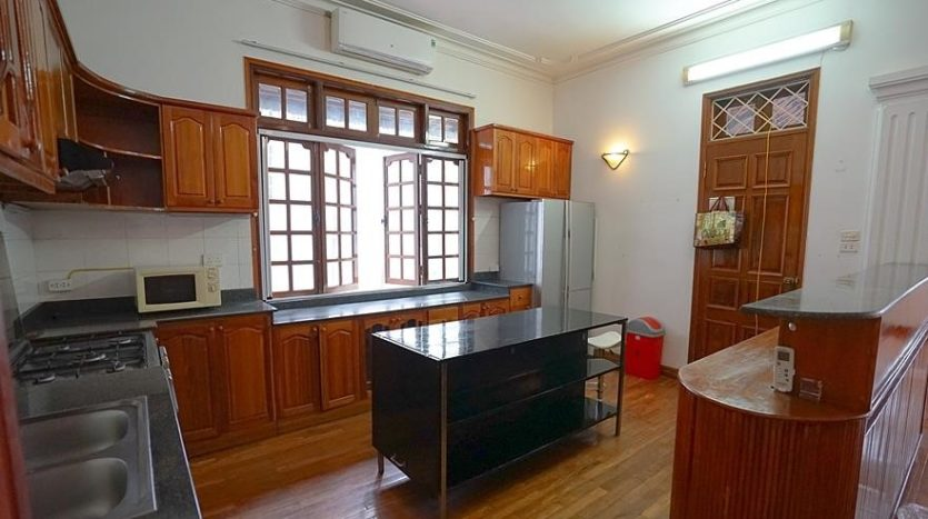 huge old style villa for rent on to ngoc van 40
