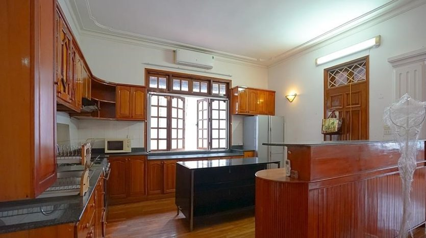 huge old style villa for rent on to ngoc van 5