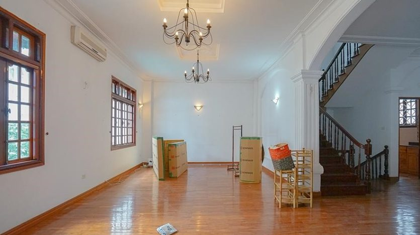 huge old style villa for rent on to ngoc van 7