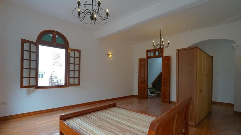 huge old style villa for rent on to ngoc van 8