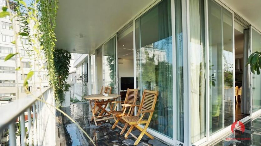 lake view 4 bedroom apartment in tay ho 2