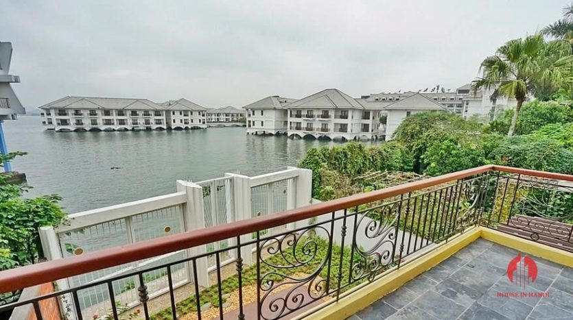 lakefront house rental with Japanese concept 18