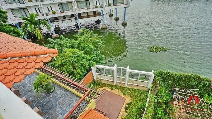 lakefront house rental with Japanese concept 39