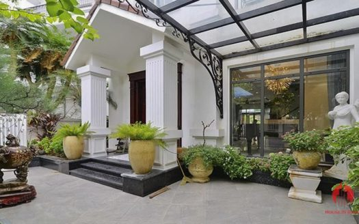 luxurious villa near BIS vinhomes Riverside 1