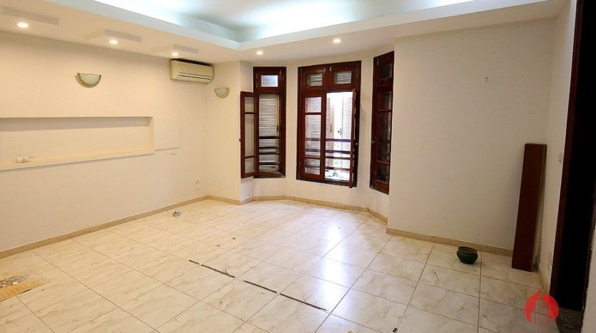 street front villa for rent on au co 27