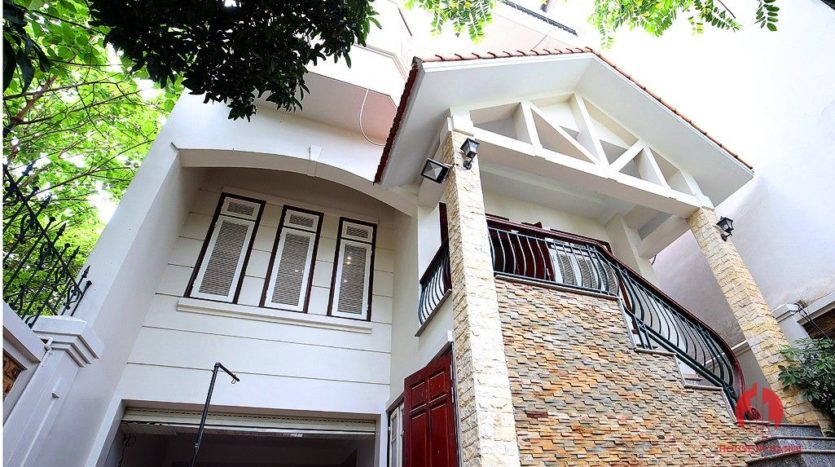 street front villa for rent on au co 3