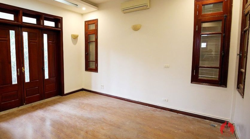 street front villa for rent on au co 30
