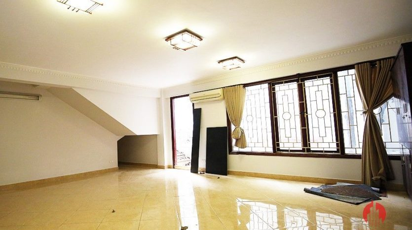 street front villa for rent on au co 7