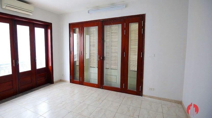 street front villa for rent on au co 9