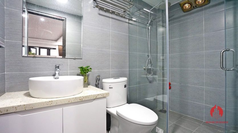 1BR apartment with SUPER LARGE BALCONY on Xuan Dieu street 23