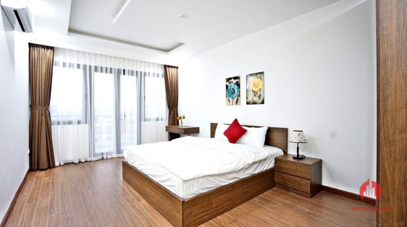 1BR apartment with SUPER LARGE BALCONY on Xuan Dieu street 7