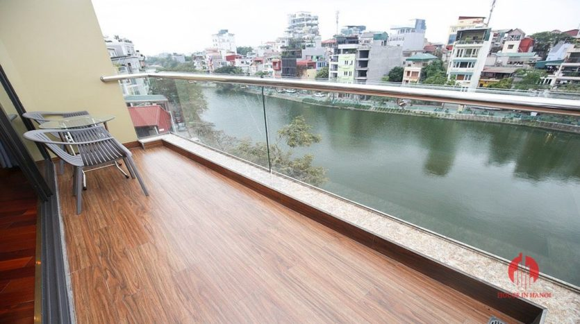 Ample lake view apartment for rent in Tay Ho Lang Yen Phu 4