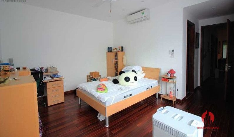 Contemporary one floor house with garden for rent in Tay Ho district 12 result