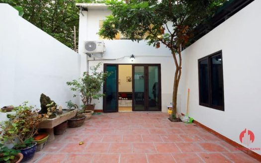 Courtyard 5BR house for rent on Au Co street Tay Ho district 5