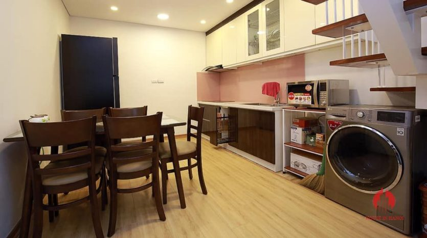 Courtyard 5BR house for rent on Au Co street Tay Ho district 7