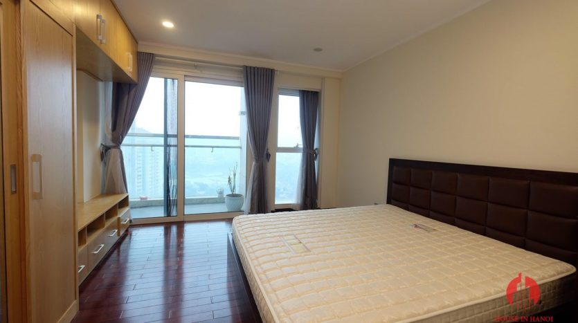 Excellent sky villa for rent with nice golf view in L2 Ciputra Hanoi 25