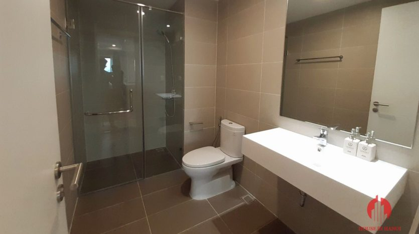 Eye catching 3 bedroom apartment for lease in Kosmo Tay Ho 4