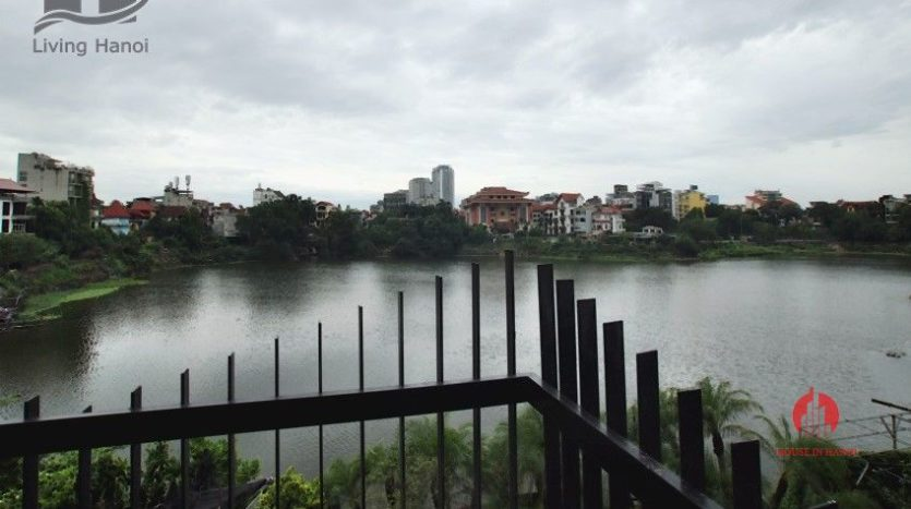 Lake view 150m2 serviced apartment for lease on Au Co street 10
