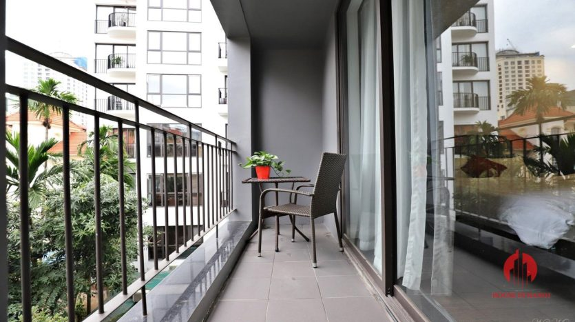 Modish serviced apartment for lease in a quiet alley of To Ngoc Van st 6