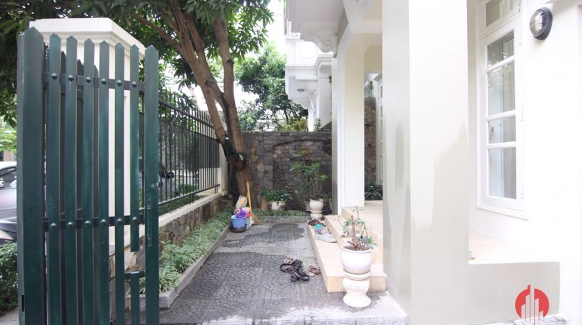 big furnished house for rent in ciputra d4 block 25