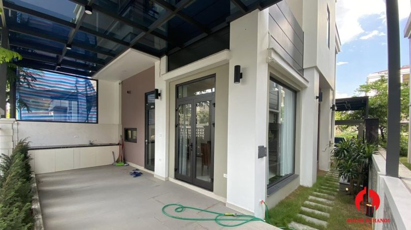 Contemporary villa for rent in Starlake 15