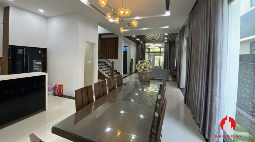 Contemporary villa for rent in Starlake 19