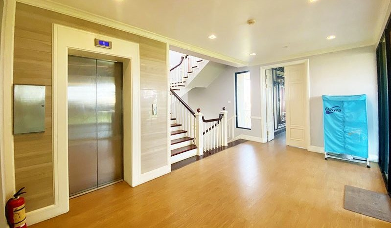 Huge contemporary villa for rent on Au Co street Tay Ho district 10