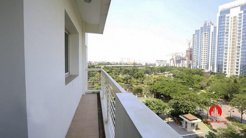 cheap 4br apartment for rent in e4 cipurta 4