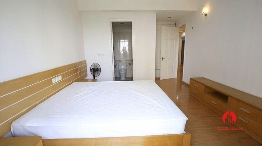 cheap 4br apartment for rent in e4 cipurta 7