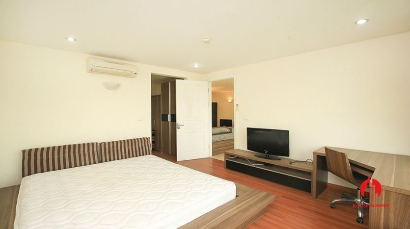 cheap apartment for rent in ciputra with golf view 11
