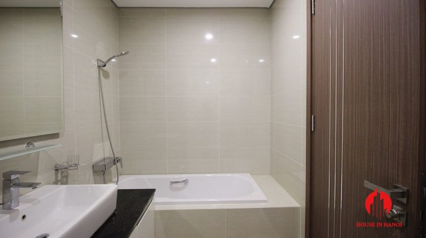 handsome apartment for rent in ciputra 3