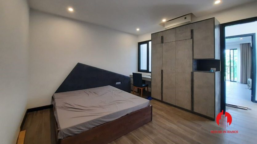 modish house for rent in Tay Ho 1
