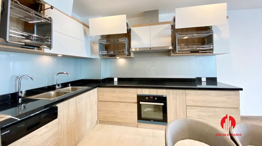 185m2 apartment for rent in sun grand thuy khue 25