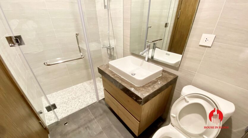 185m2 apartment for rent in sun grand thuy khue 30