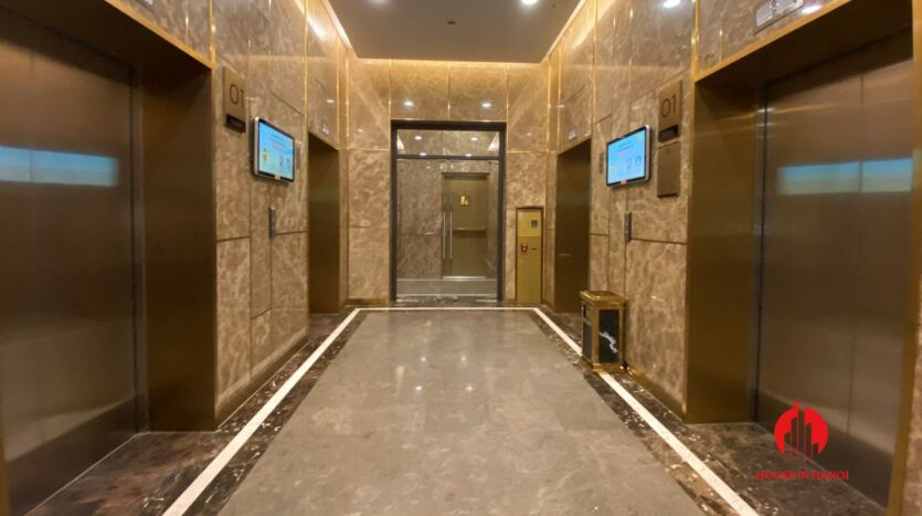 185m2 apartment for rent in sun grand thuy khue 31