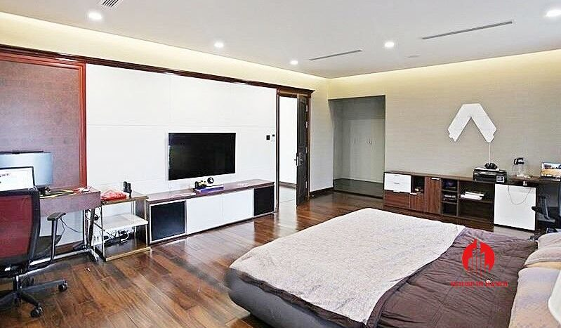 Open plan style villa for rent with golf view in Ciputra Hanoi 8