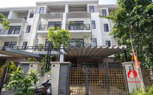 affordable villa for rent in starlake 4