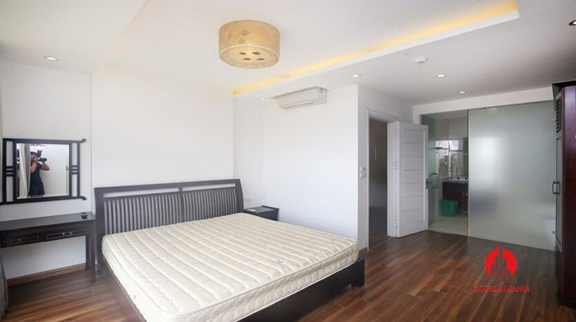 big balcony apartment for rent in tay ho 21